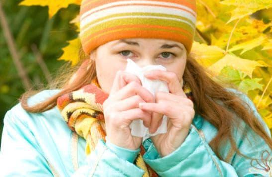 Как распознать аллергический насморк и отличить от простудного – чем отличается