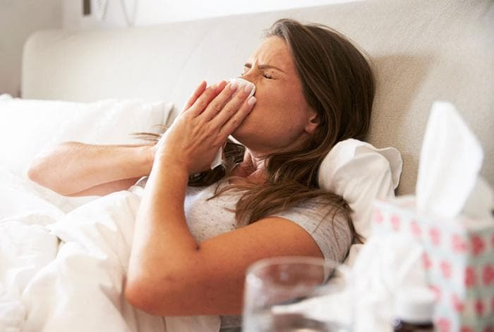 Что принимать кормящей матери при простуде