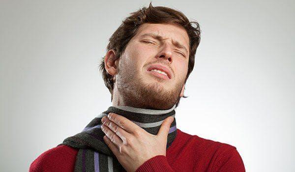 Резко заболело горло с одной стороны