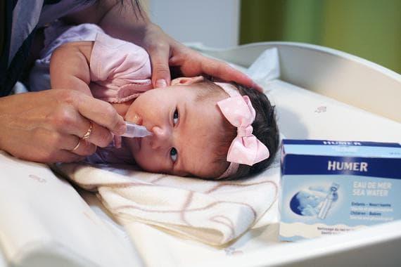 Как промывать нос физраствором ребенку от 0 до 3 лет и старше. Как промыть ребенку нос физраствором