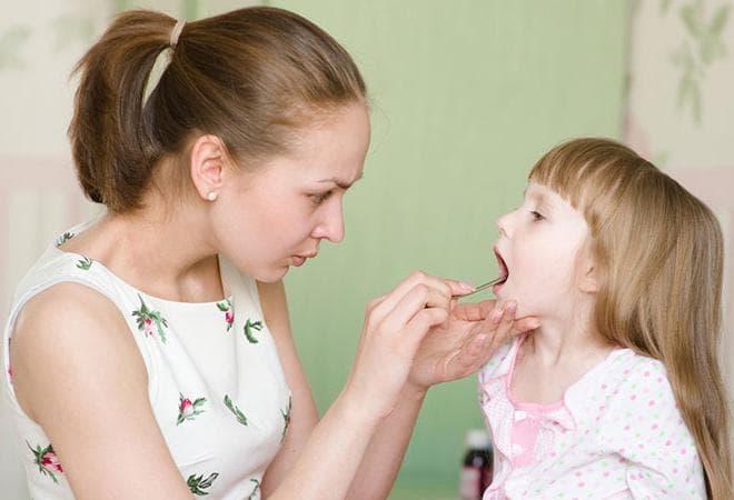 У ребенка болит горло больно глотать ребенку температуры нет